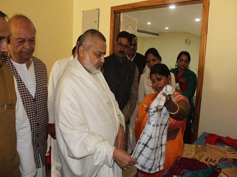 Brahmachari Girish Ji has presided over and congratulated students, their family members, teachers and staff. On small number of students, Brahmachari Ji said that a very small seed produces huge big banyan tree.