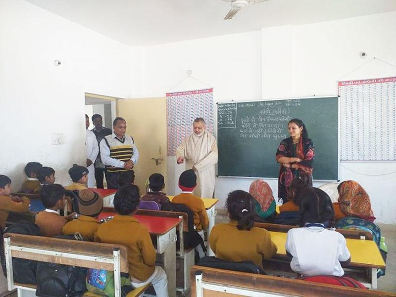 Brahmachari Girish ji, Chairman of Maharishi Vidya Mandir Schools Group has visited MVM Majholi.