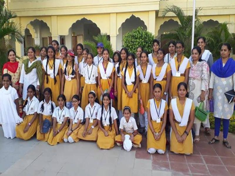 Word Peace Assembly Courses from 28th March to 5th April 2019 were organized at Bijauri and Karaoundi centres of the Brahmasthan of India. 123 students and parents along with escort teachers from Maharishi Vidya Mandir Hyderbad School participated in the programme.
