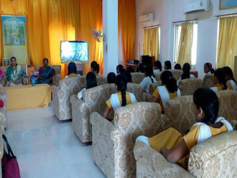 World Peace Assembly participants listening to tapes of Maharishi Mahesh Yogi Ji during knowledge session.